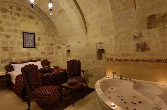 DELUXE ROOM WITH JACUZI