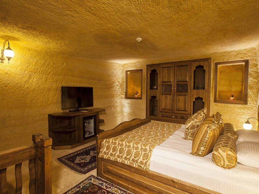 GLORIOUS CAVE SUITES