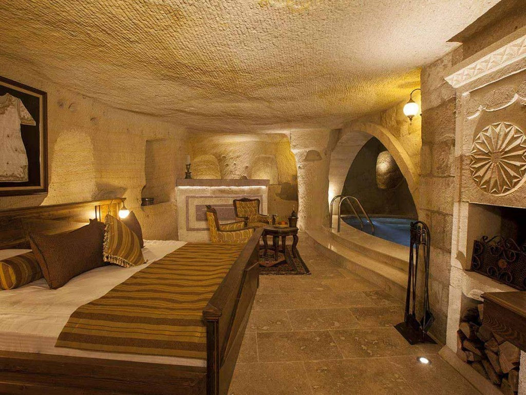 MAJESTIC CAVE & POOL SUITES